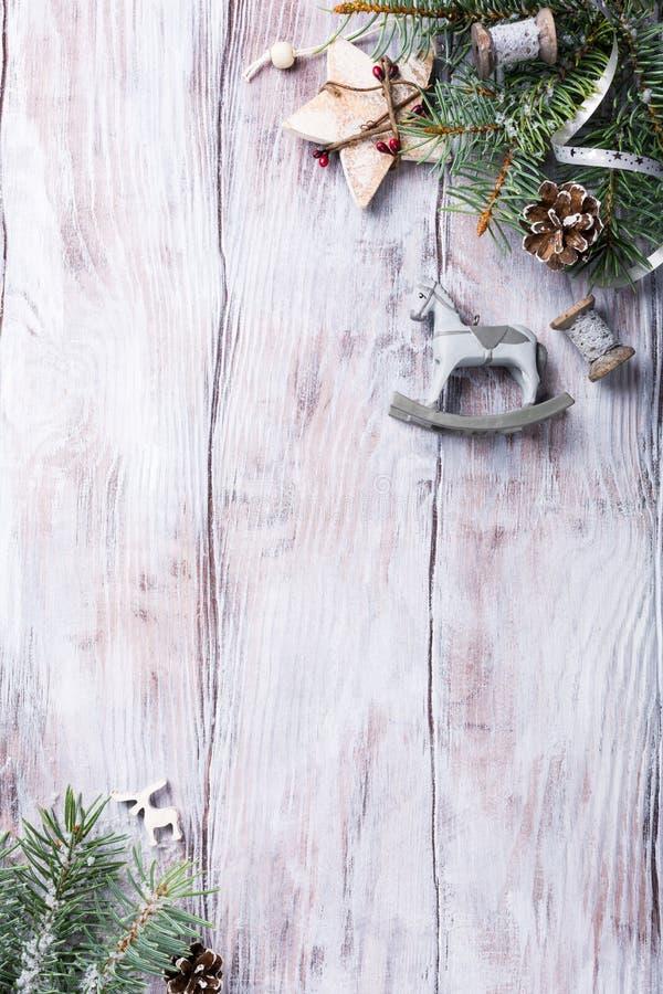 Kerstmisachtergrond met spar en decoratie royalty-vrije stock fotografie