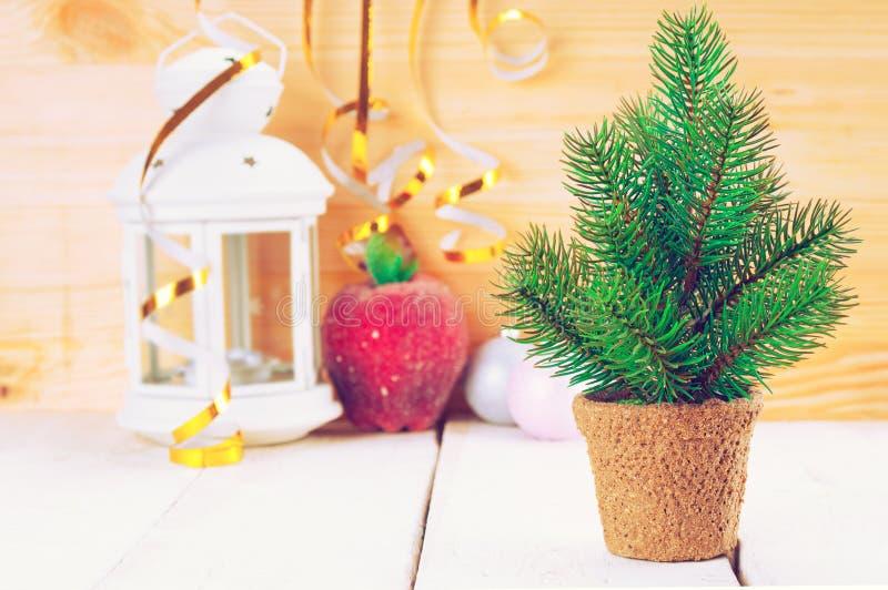 Kerstmisachtergrond met spar en kaarslicht stock afbeeldingen