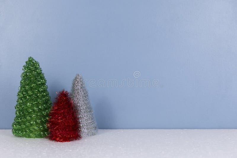 Kerstmisachtergrond met sparrenspeelgoed stock afbeelding