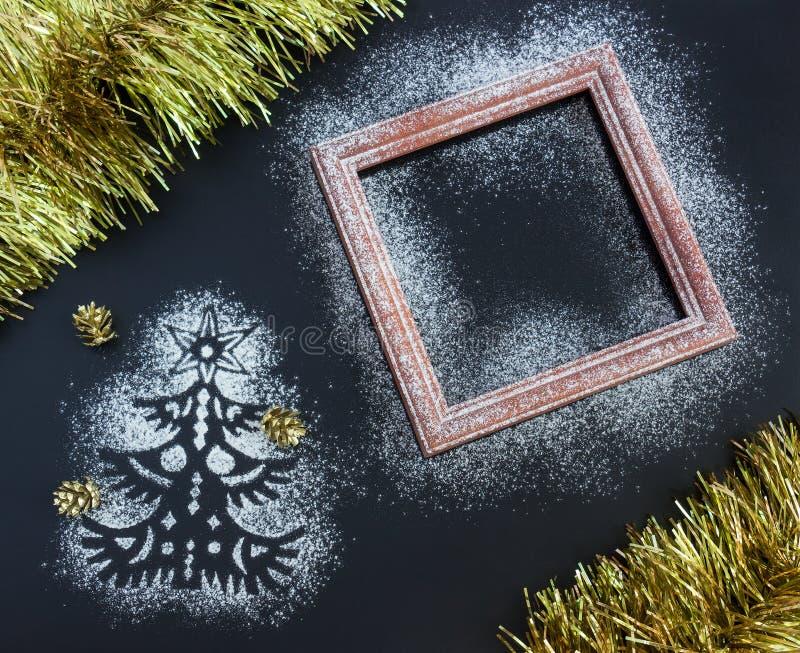 Kerstmisachtergrond - silhouet van spar, kader, mede klatergoud, stock foto's