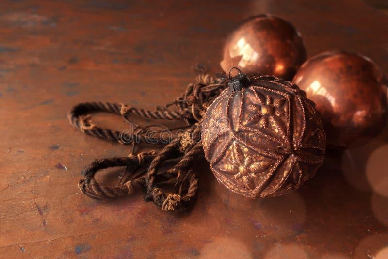Kerstmisballen in koperkleur royalty-vrije stock fotografie