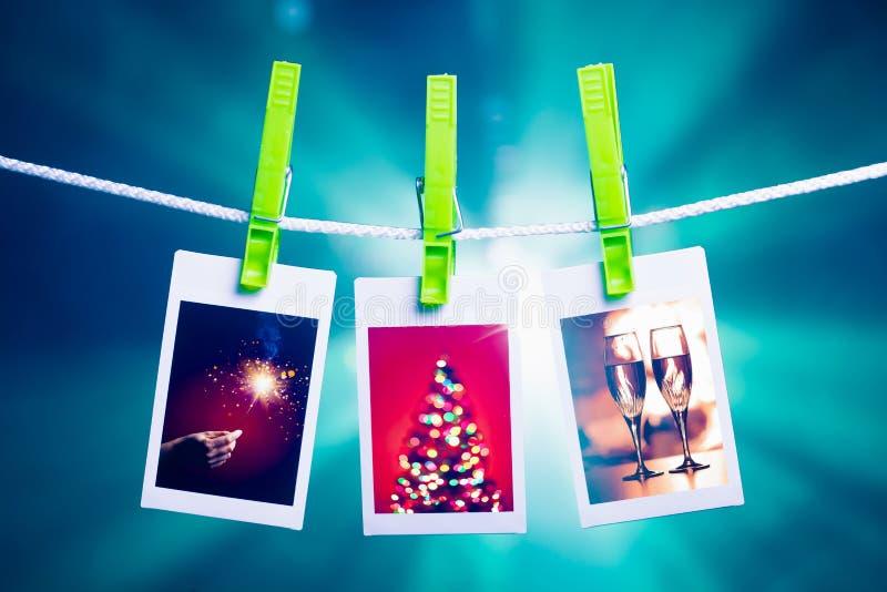 Kerstmisbeelden op blauwe lichtenachtergrond stock afbeelding