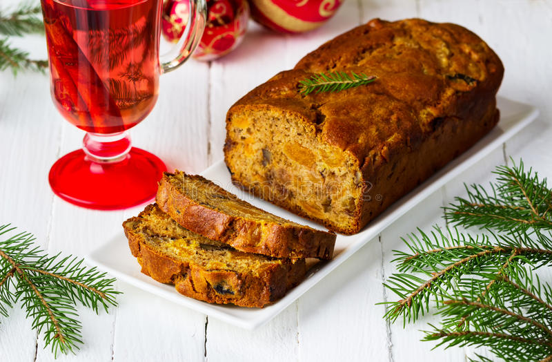 Kerstmiscake met gekonfijte vruchten, noten en droge vruchten royalty-vrije stock afbeelding