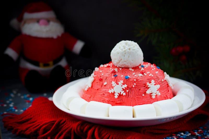 Kerstmiscake van de kerstmanhoed De cake van de de winterhoed met traditionele ornam royalty-vrije stock afbeeldingen