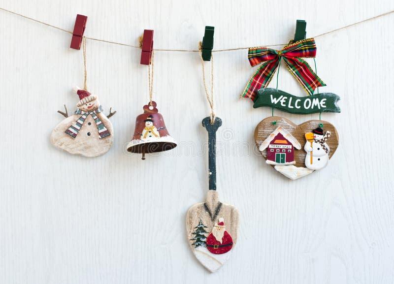Kerstmisdecoratie die van een kabel hangen. royalty-vrije stock afbeelding