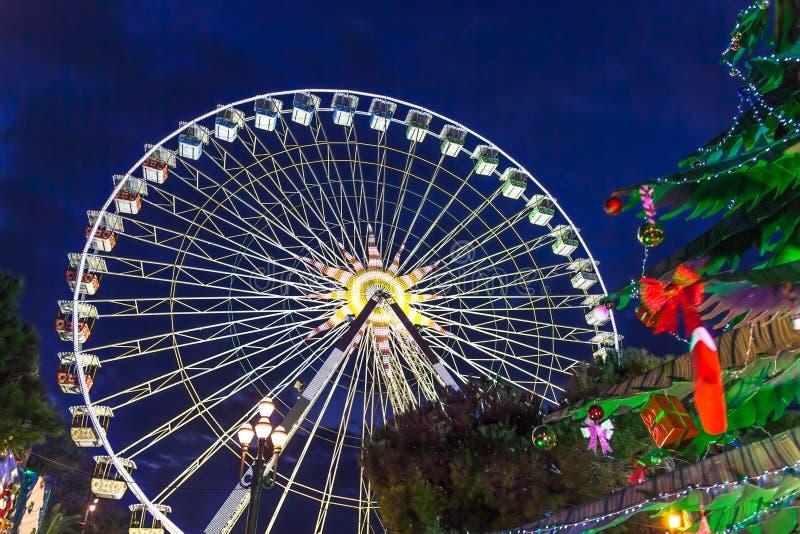 Kerstmisdecoratie en veerbotenwiel in Nice royalty-vrije stock foto