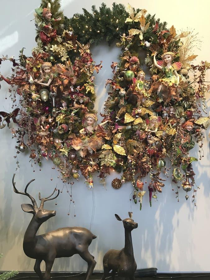 Kerstmisdecoratie met elf en herten stock afbeeldingen