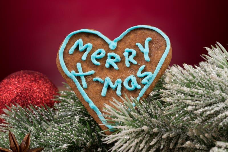 Kerstmisdecoratie met peperkoekkoekjes stock foto's