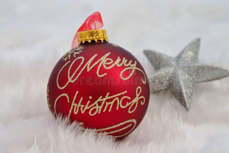 Kerstmisdecoratie met valse sneeuw stock foto
