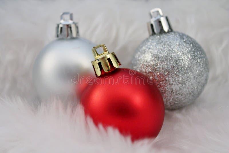 Kerstmisdecoratie met valse sneeuw royalty-vrije stock foto's