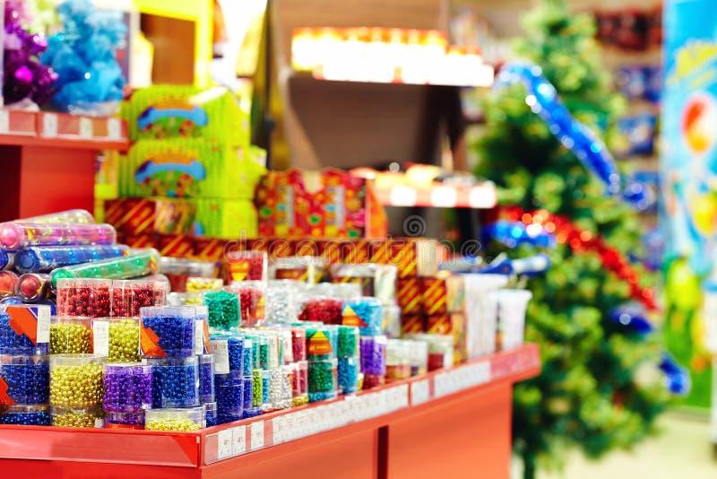 Kerstmisdecoratie op de markt in wandelgalerij royalty-vrije stock afbeelding