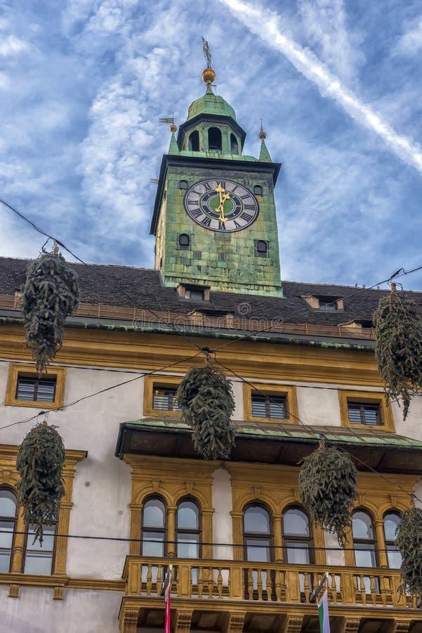 Kerstmisdecoratie op de straten van Graz tijdens komst en h stock afbeelding