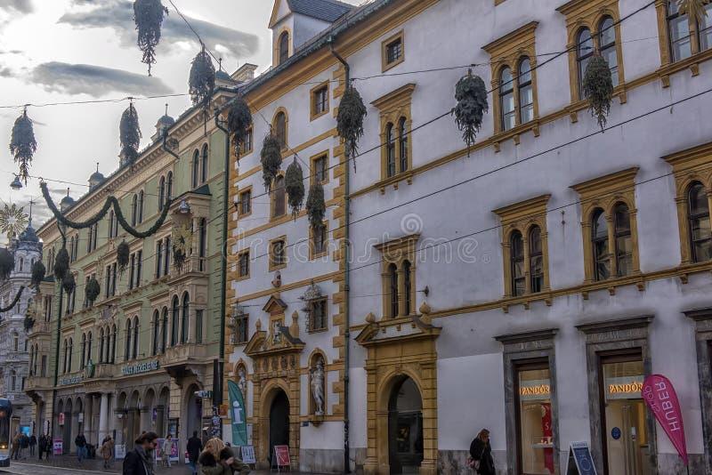 Kerstmisdecoratie op de straten van Graz tijdens komst en h stock afbeeldingen