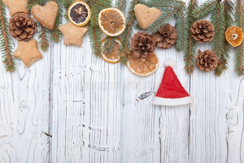 Kerstmisdecoratie op oude grunge houten raad stock foto