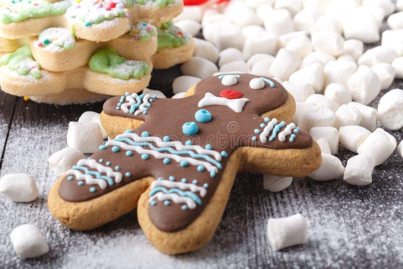 Kerstmisdecoratie - Peperkoekkoekjes stock afbeelding