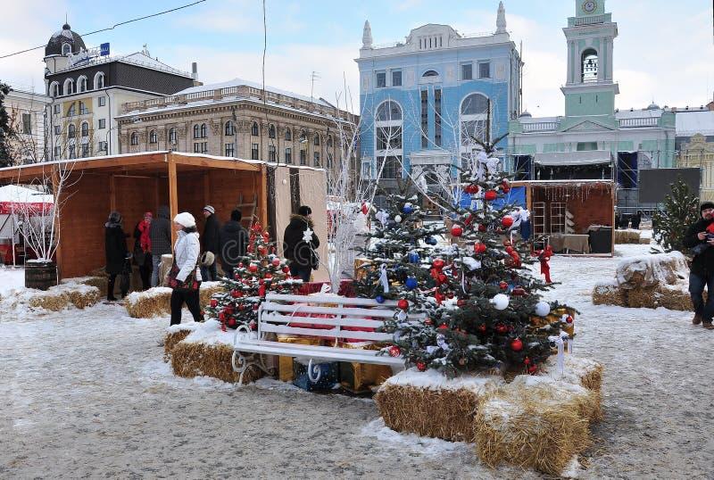 Kerstmisdecoratie, stedelijke architectuur stock foto's