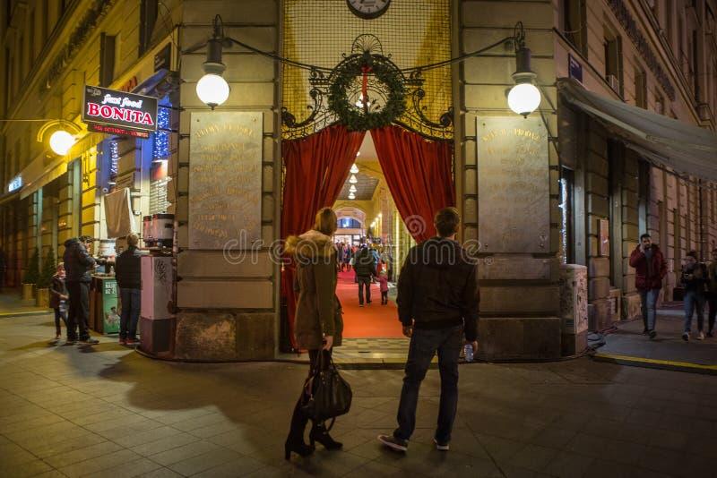 Kerstmisdecoratie tijdens de komst in stad van Zagreb royalty-vrije stock afbeelding