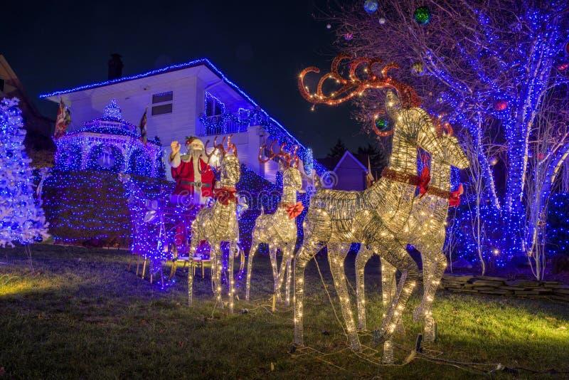 Kerstmisdecoratie van huizen in de buurt van Dyker-Hoogten, in zuidwesten van Brooklyn, in New York De V.S. royalty-vrije stock foto's