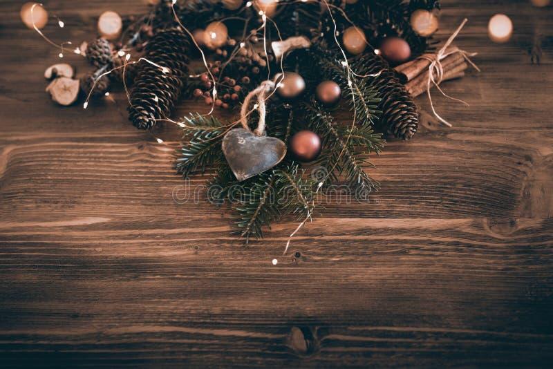Kerstmisdecoratie in wijnoogst stil royalty-vrije stock afbeelding