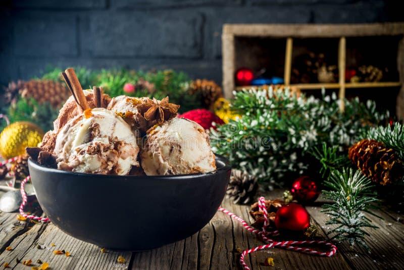 Kerstmisdessert, Eigengemaakt Eierpunchroomijs stock afbeelding