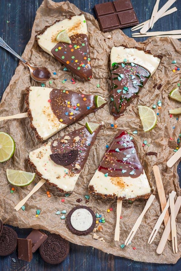 Kerstmisdessert Kalk scherp roomijs met chocoladeglans stock fotografie