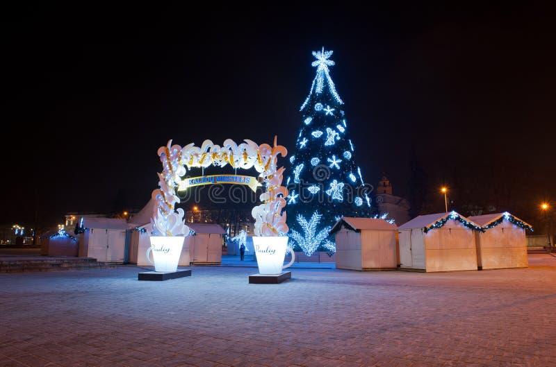Kerstmisdorp met Kerstboom bij het Kathedraalvierkant royalty-vrije stock fotografie