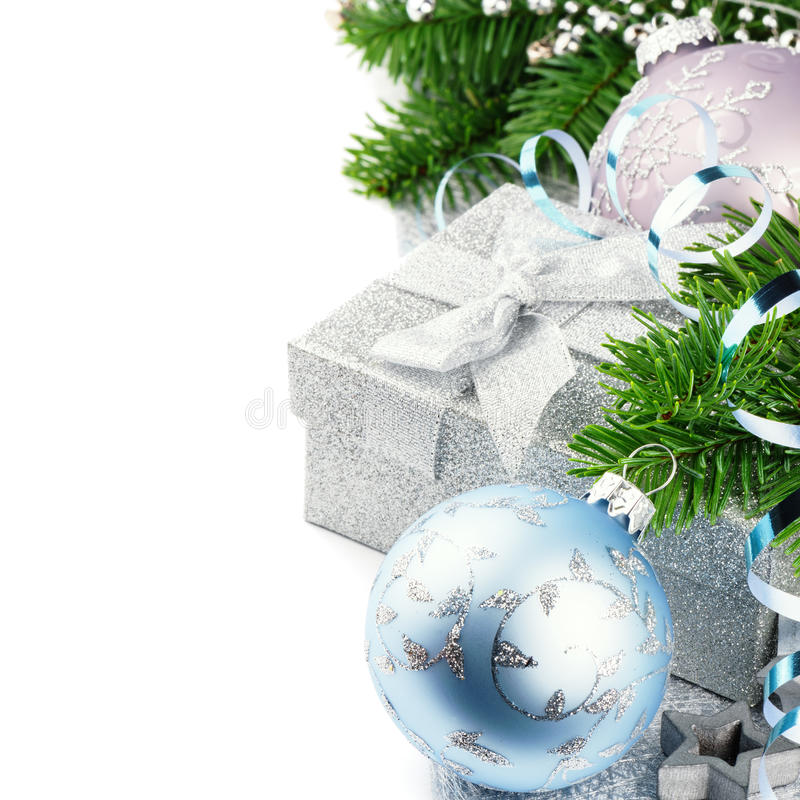 Kerstmisgift en feestelijke ornamenten stock foto's