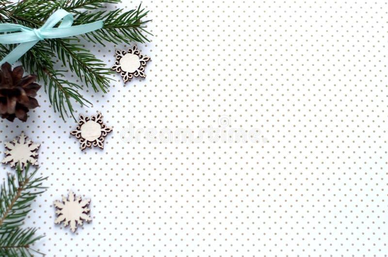 Download Kerstmisgiften En Giften Voor De Vakantie Nette Takken En D Stock Foto - Afbeelding bestaande uit creativiteit, band: 107702022