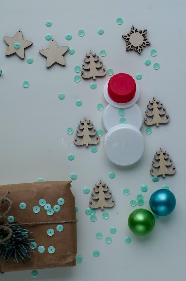 Download Kerstmisgiften En Giften Voor De Vakantie Nette Takken En D Stock Afbeelding - Afbeelding bestaande uit seizoen, band: 107702327