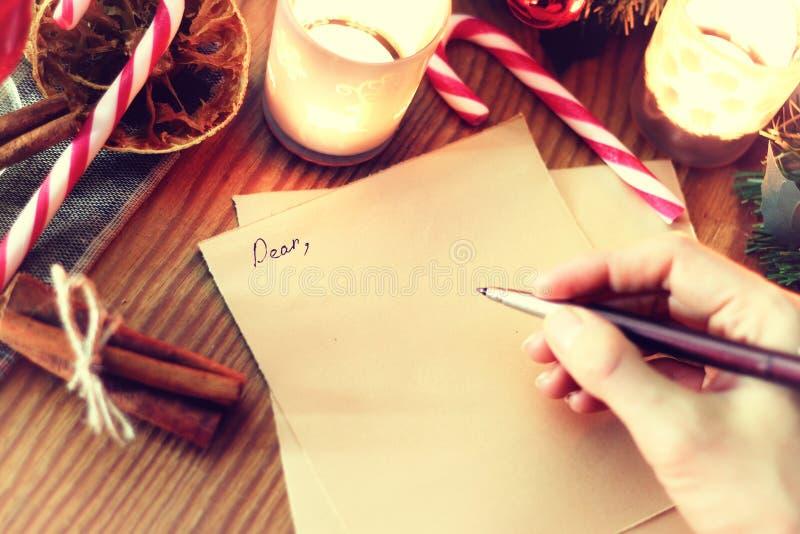 Kerstmishand het schrijven verhaal stock afbeeldingen