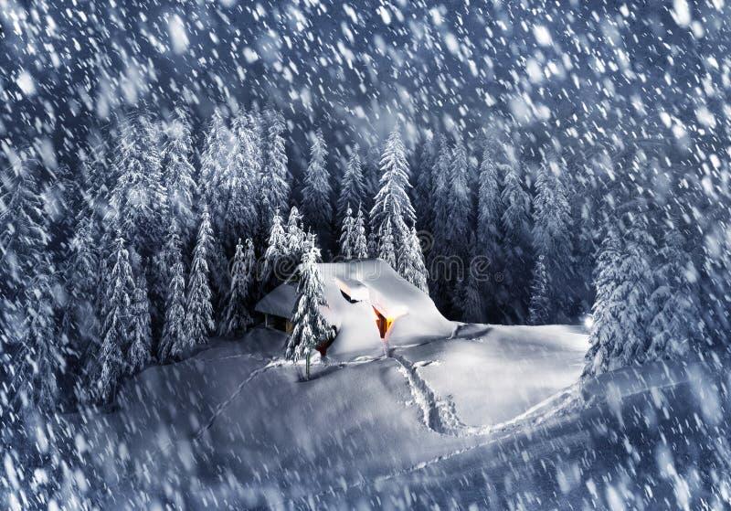 Kerstmishuis in de Karpaten royalty-vrije stock foto