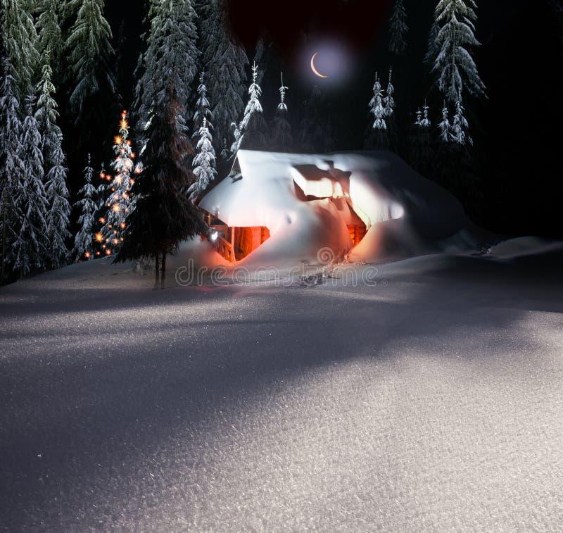 Kerstmishuis in de Karpaten stock afbeelding