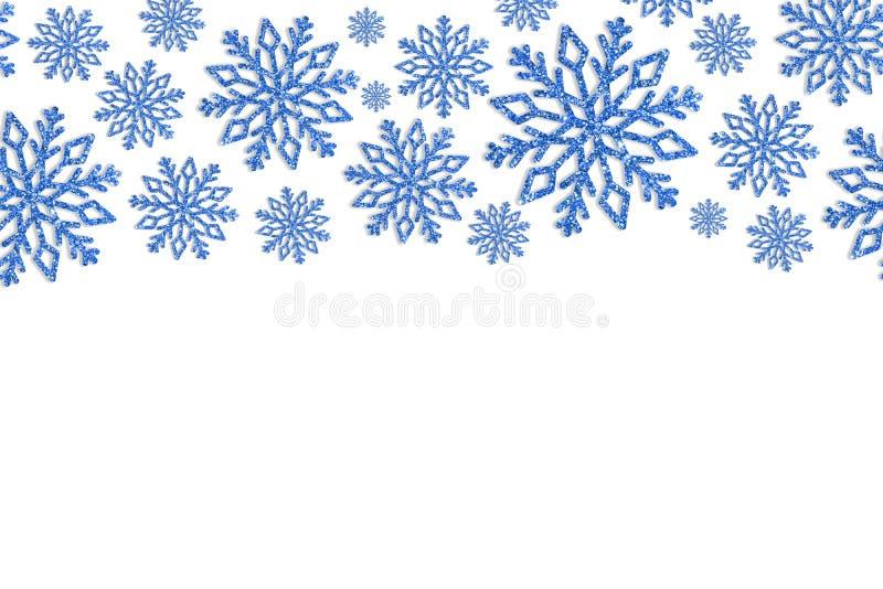 Kerstmiskader met blauwe sneeuwvlokken Grens van lovertjeconfettien royalty-vrije stock afbeeldingen