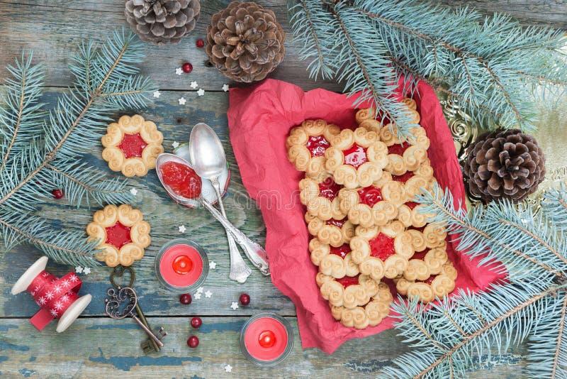 Kerstmiskoekjes met jam royalty-vrije stock foto's