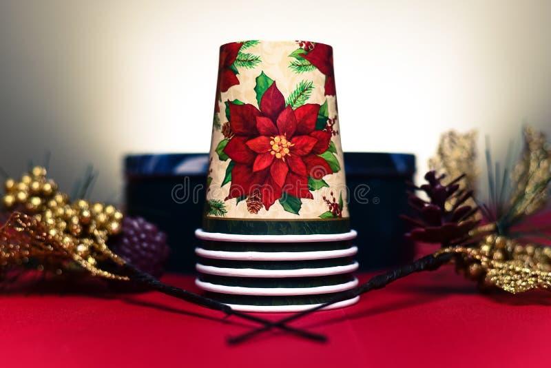 Kerstmiskoppen en Decoratie stock afbeeldingen
