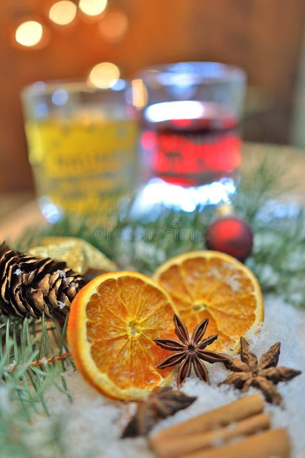 Kerstmiskruiden en dranken stock afbeelding