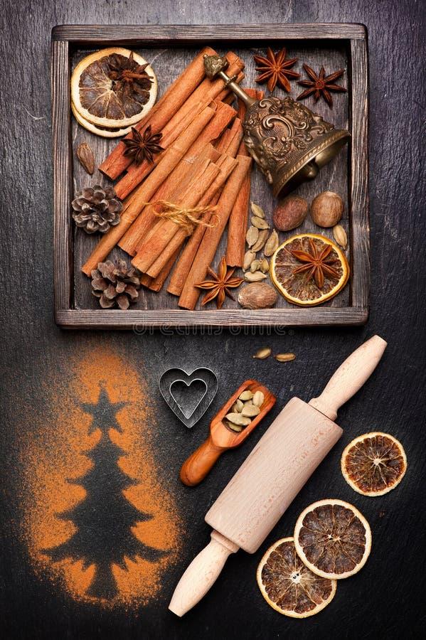 Kerstmiskruiden voor baksel en decoratie royalty-vrije stock afbeelding