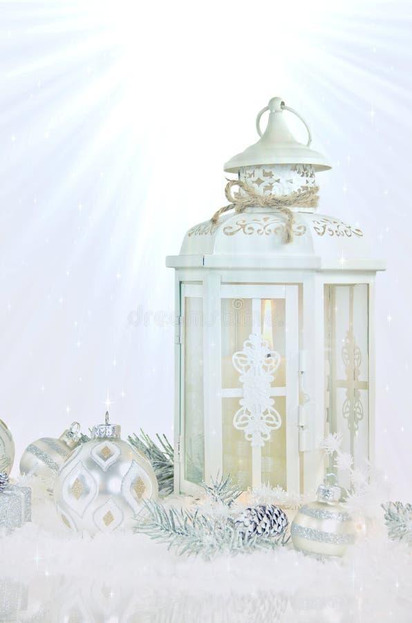 Kerstmislantaarn en ornamenten royalty-vrije stock afbeelding