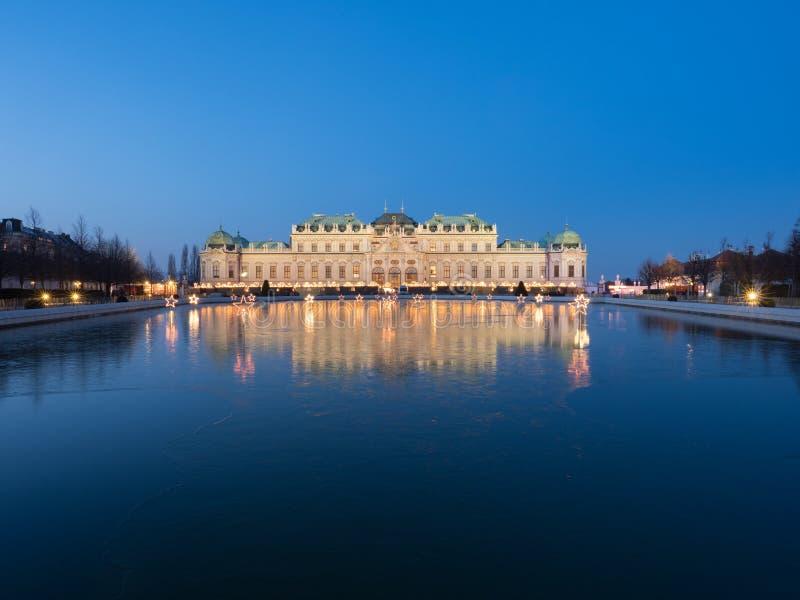 Kerstmislicht in Wenen bij Belvedere Paleis stock afbeeldingen