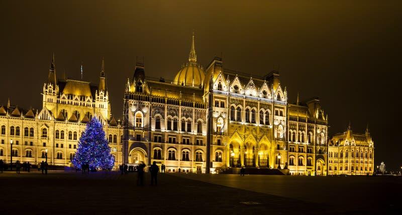 Kerstmislichten bij het het Parlement Huis in Boedapest, stock foto's