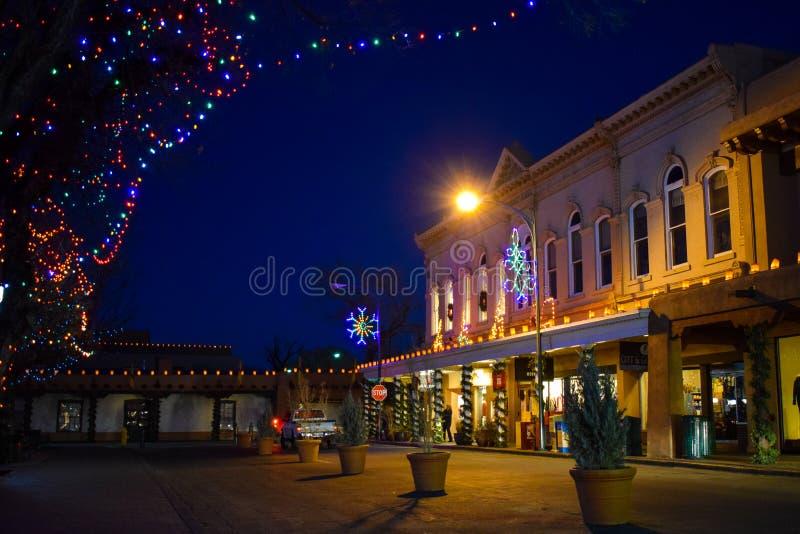 Kerstmislichten in Historische Santa Fe Plaza, New Mexico stock fotografie