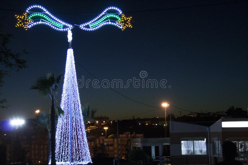 Kerstmislichten op de horizon stock fotografie
