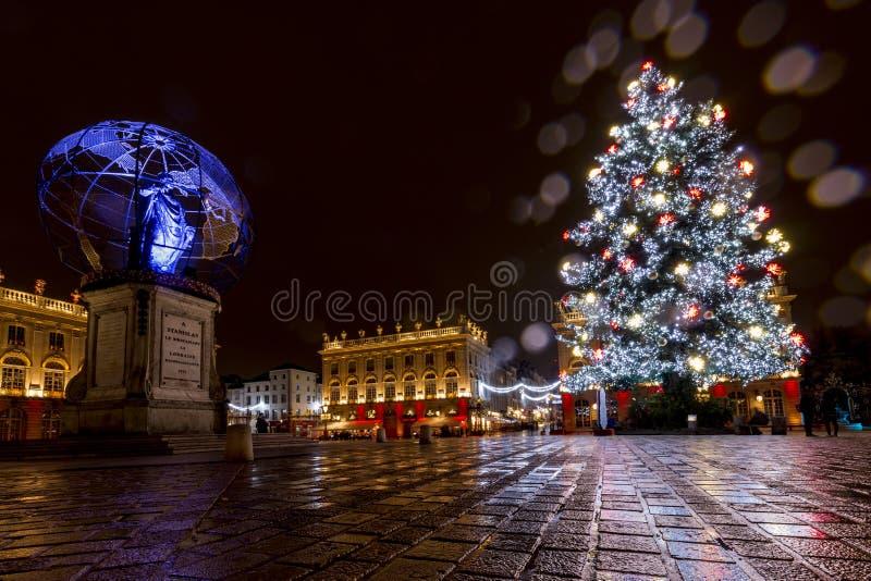 Kerstmislichten op het Stanislas vierkant stock afbeeldingen