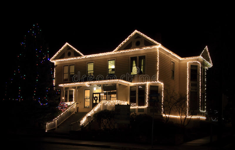 Kerstmislichten op huis royalty-vrije stock fotografie