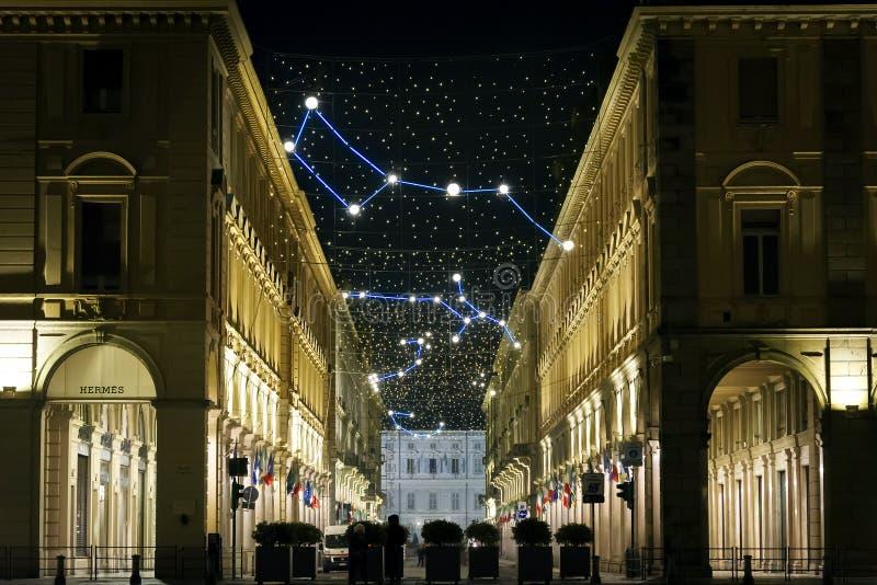 Kerstmislichten in Turijn met constellaties en astronomie hen stock foto's