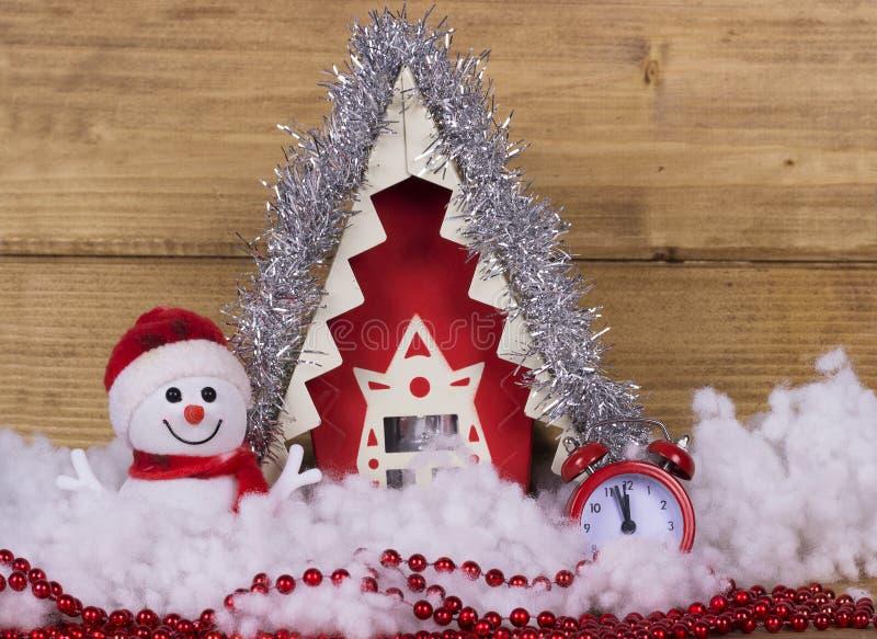 Kerstmislied met een sneeuwman, huis en een wekker royalty-vrije stock foto's