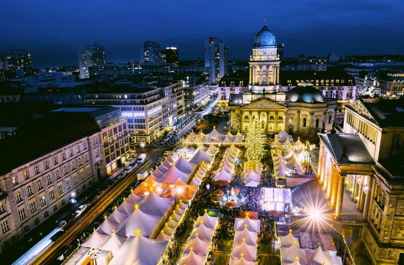 Kerstmismarkt in Berlijn van hierboven royalty-vrije stock foto's