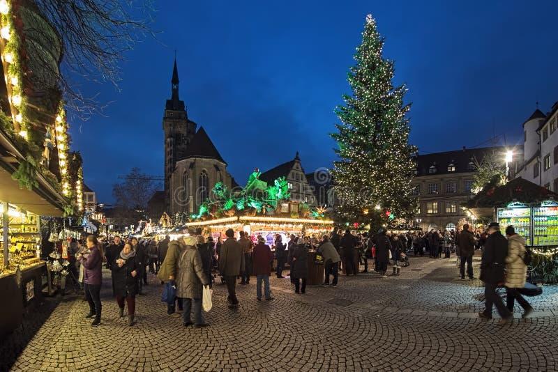 Kerstmismarkt bij Schillerplatz-vierkant in Stuttgart, Duitsland royalty-vrije stock foto's