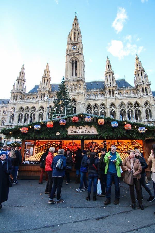 Kerstmismarkt bij Stadhuis in Wenen, Oostenrijk royalty-vrije stock afbeeldingen