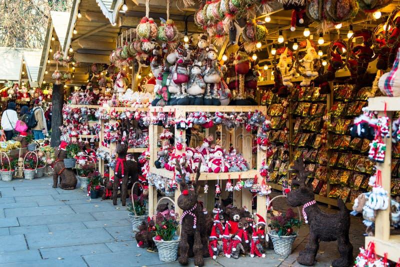Kerstmismarkt dichtbij Stadhuis op Albert Square in Manchester royalty-vrije stock afbeeldingen